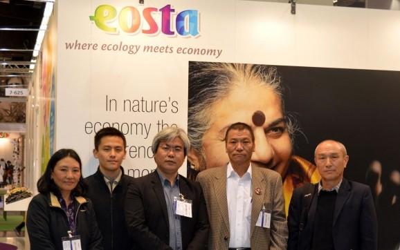 Eosta_Bild_Bhutanisc#DBB37F